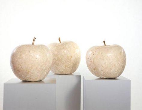 Äpfel aus Marmor von Alfred Kainz